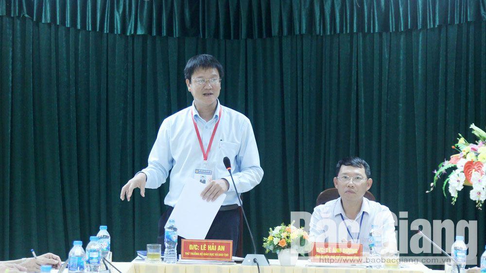 Thứ trưởng Bộ GD&ĐT Lê Hải An kiểm tra công tác thi THPT quốc gia tại Bắc Giang
